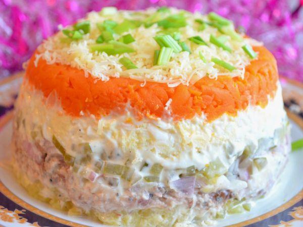 Салат с морковью и горбушей