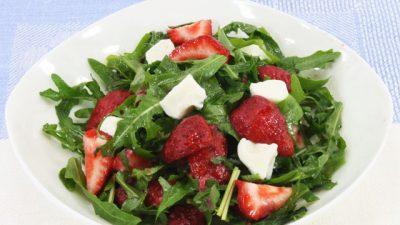 salat-s-klubnikoy-i-rukoloy6
