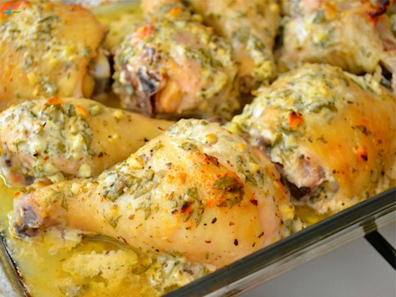 Курицу приготовить в маринаде