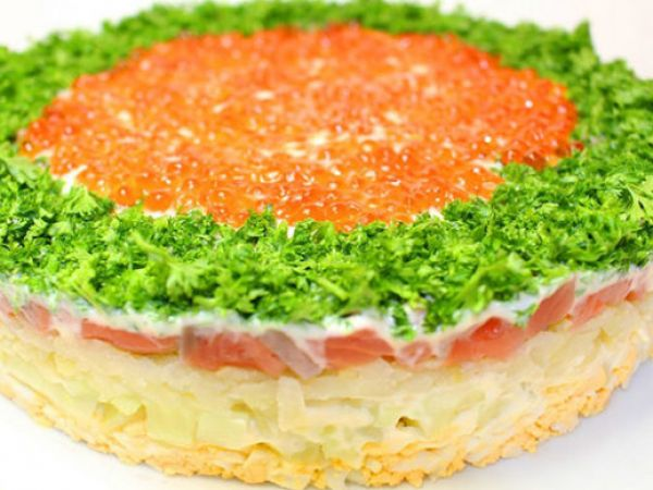салат с красной рыбой рецепт с фото очень вкусный слоеный