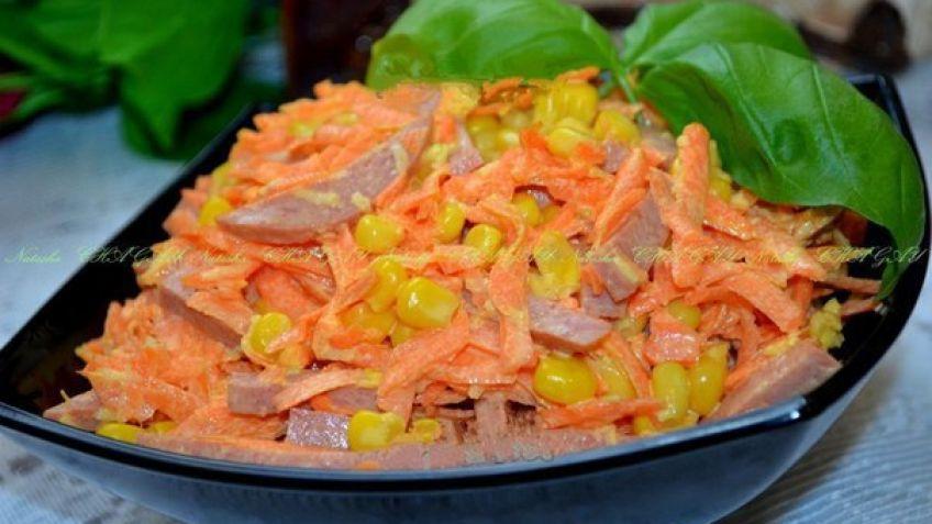 Салат с кукурузой и копченой колбасой корейской морковью и